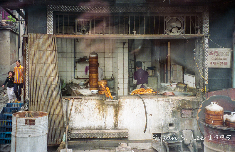Shanghai: Food vendor, seen from a bus.