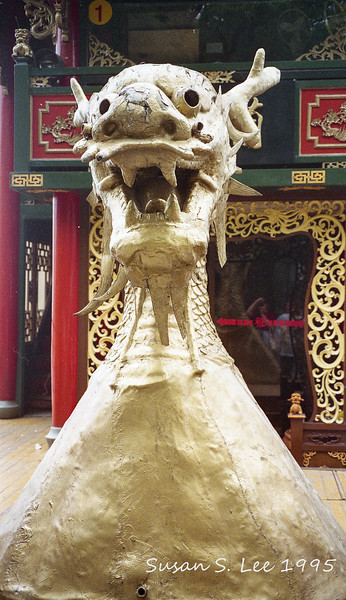 Hangzhou:  West Lake Cruise: Dragon Boat head.