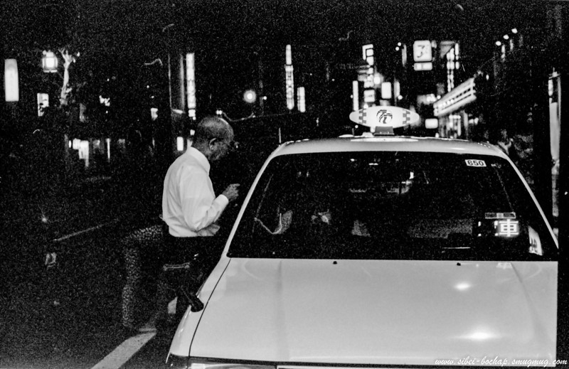 Fujifilm neopan pro 400 - taxi driver at night