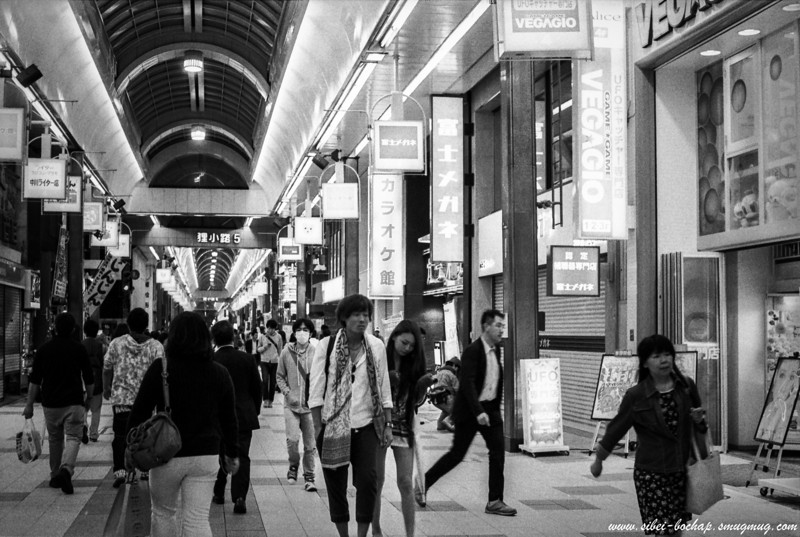FUjifilm neopan pro 400 - short skirt girl and weird man at the tanuki koji