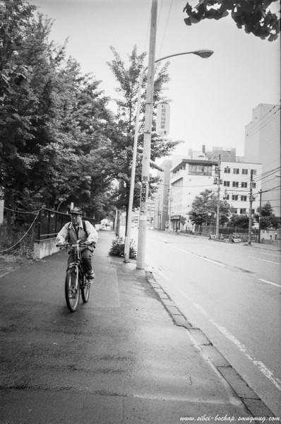 Fujifilm neopan pro 400 - cycling man along Sapporo