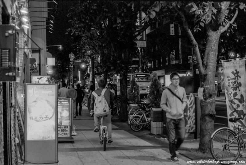 Fujifilm neopan pro 400 - sights of the night (ard the tanuki koji)