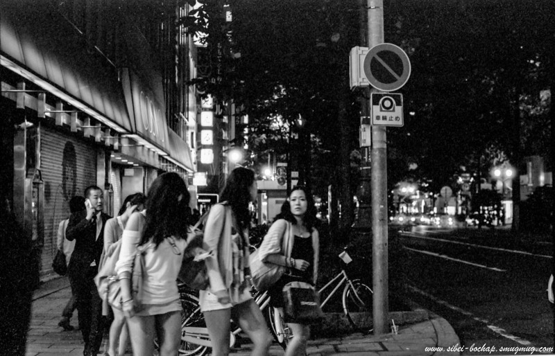 "Fujifilm neopan pro 400 - girls night out (or are they ""working"")?"