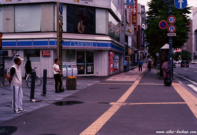 Porta 400 - how japanese wait at traffic lights