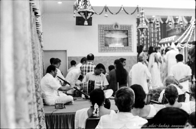 Saji's wedding (Portra Iso 400 (b/w)): in house band