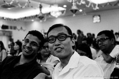 Saji's wedding (Portra Iso 400 (b/w)): seh hoe and vijay - wah lao, seh hoe looks like a damn retro (1960-ish style)