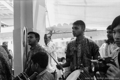 Saji's wedding (Portra Iso 400 (b/w)): the band
