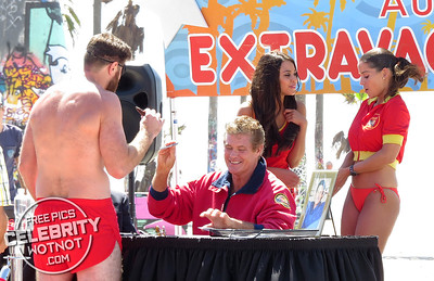 Back to Baywatch! David Hasselhoff's Celebrity Autograph Extravaganza Filming Killing Hasselhoff!