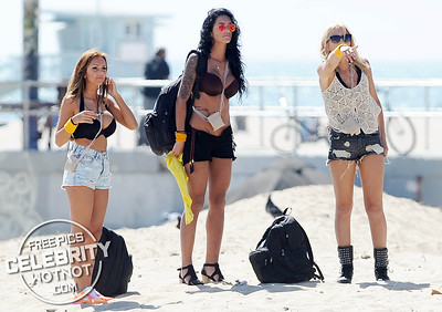 EXCLUSIVE: Bikini Fidji Ruiz Filming Friends Trip, Qui Sera Le Meilleur Ami? in Venice Beach