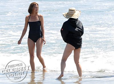 Helen Hunt In Swimsuit With Body Double On Venice Beach