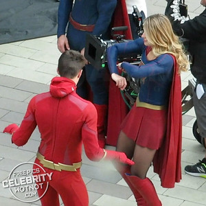 EXC: Melissa Benoist + Grant Gustin On Set Dance Moves