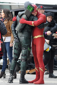 Let's Hug It Out Bro! The Flash Hugs Green Arrow!