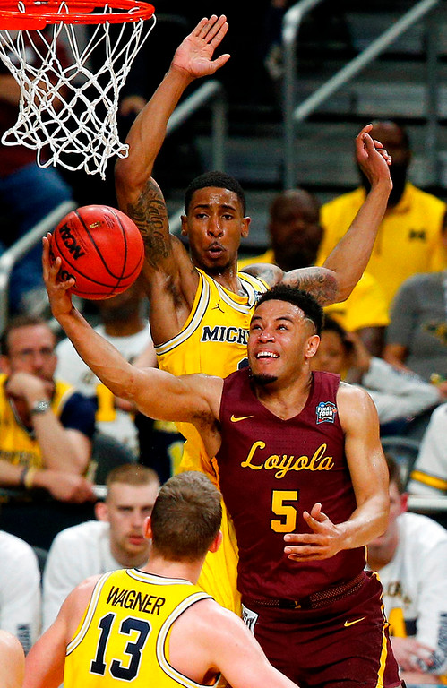 . Loyola-Chicago\'s Marques Townes (5) goes up for a basket against Michigan defense during the first half in the semifinals of the Final Four NCAA college basketball tournament, Saturday, March 31, 2018, in San Antonio. (AP Photo/Brynn Anderson)