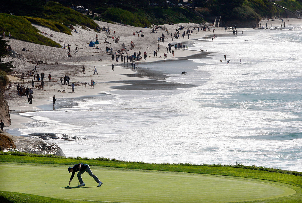 . Jordan Spieth lines up a putt on the 10th hole at the Pebble Beach Golf Links during the Final round of the AT&T Pebble Beach Pro Am on Sunday, Feb. 12, 2017.  (Vern Fisher - Monterey Herald)