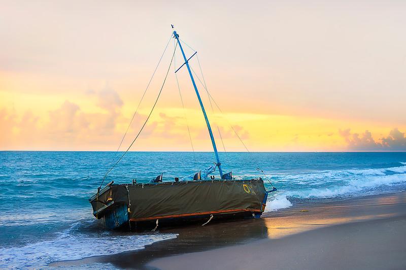 DSC03641 David Scarola Photography, Jupiter Beach Sunrise, Cuban Refugee Boat Washed Ashore, August 2016
