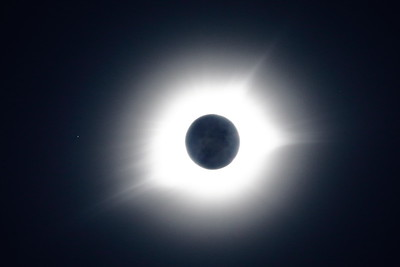 Moon & Totality: Single Exposure with Regulus