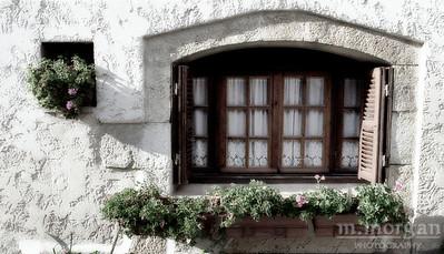 Arles Flowerbox Arles, France #S99-1-19c