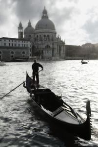 Gondolier Venice, Italy #S163-0809c