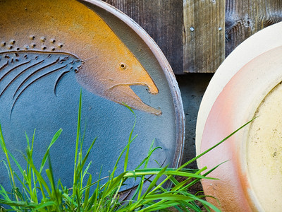 Ceramic plate sculpture of salmon in Oregon Pacific Northwest