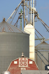 Trappe landing Grain Warehouse, a division of Hostetter Grain, located on Rt 50 between Easton and Caimbridge MD. 476-3155, Maximilian Franz/The Daily Record  10/4/04.