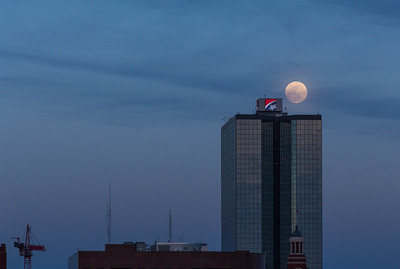 Knoxville - full moon over bank