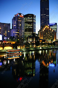 2060-The Yarra River in Melbourne, Australia at dusk (8x12)