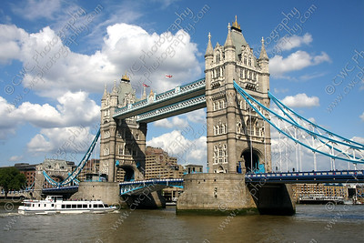 NEW! 2004-Tower Bridge in London, England (8x12)