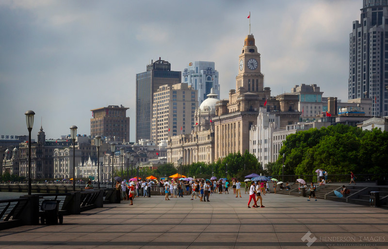 Visitors enjoy a sunny morning on the Bund, Shanghai