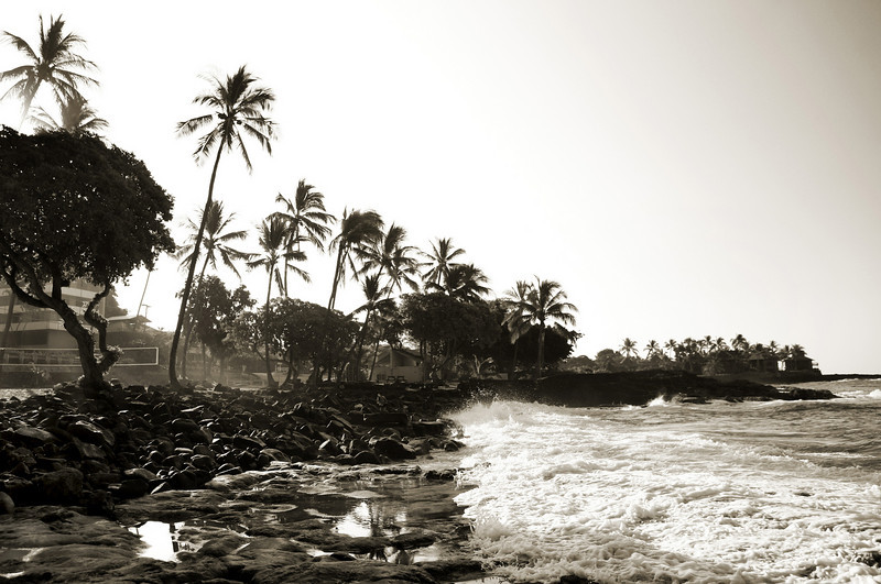 Kona_Hawaii_Waves_LaAloa_Beach_Sunrise_BW_013111