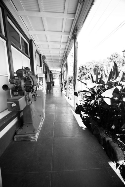 Hawaii_Aloha_Cafe_Walkway_020111