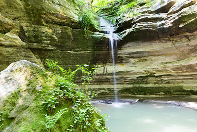 Waterfall in Ottawa Canyon inside Starved Rock State park