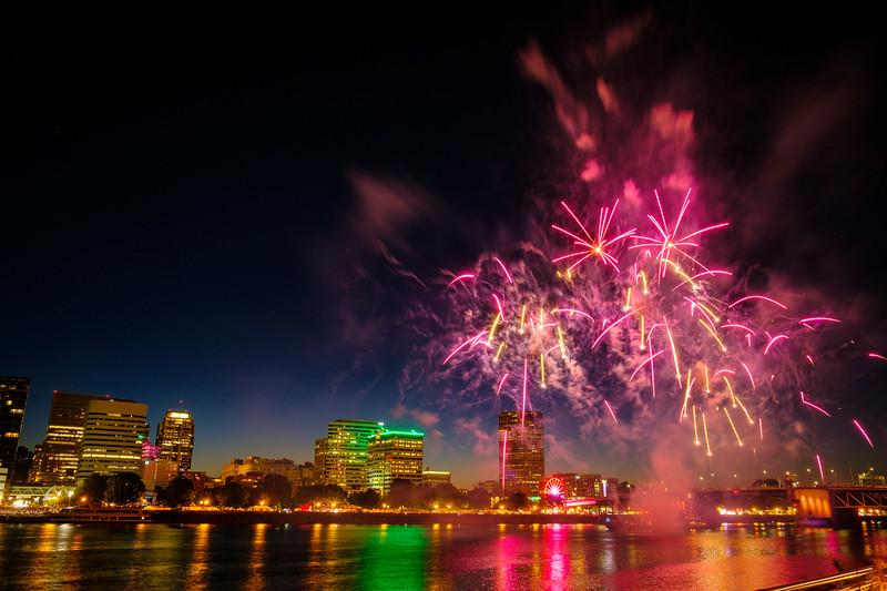 Portland Rose Festival Fireworks 052617-8