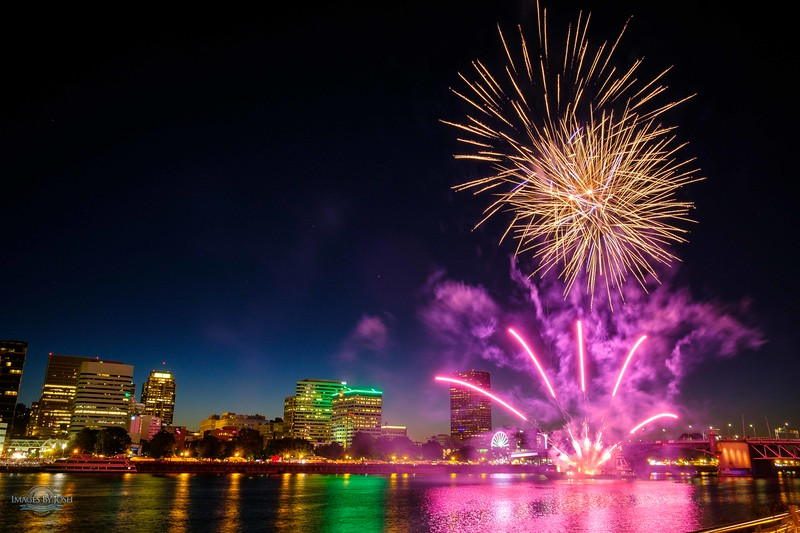 Rose Festival Fireworks 052617-1