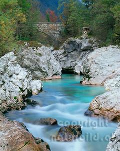 GF-1051 -  Steinbrücke über die Soca