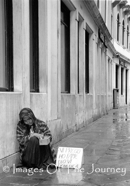 """Vi Preggo Ho Fame Dio Benedicia (Venice)<br /> <br /> Her sign means """"Please I am hungry God will bless you"""""""