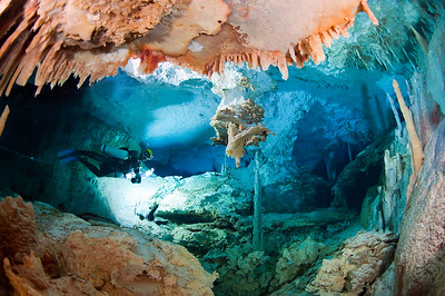 Brian Kakuk  lays line in Dan's Cave, Abaco. Photo: Jill Heinerth