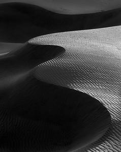 Curvy Dune B&W 2048px - nonsignature-