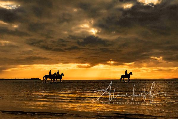 Sunrise-ocean-horse-ride-(369-of-1)