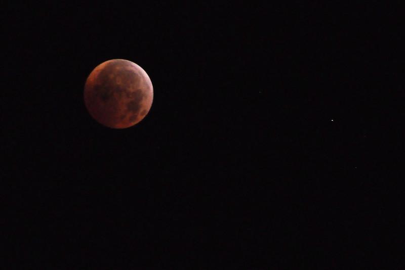 Full eclipse: 3:16am.