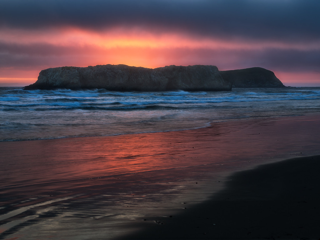 Photo at sunset of sea stacks on Meyers beach, gold beach, along the Oregon Coast