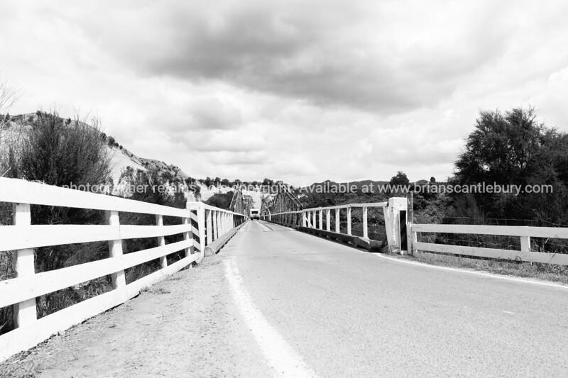 Mangoweka Bridge over Rangatikei River near Taihape.