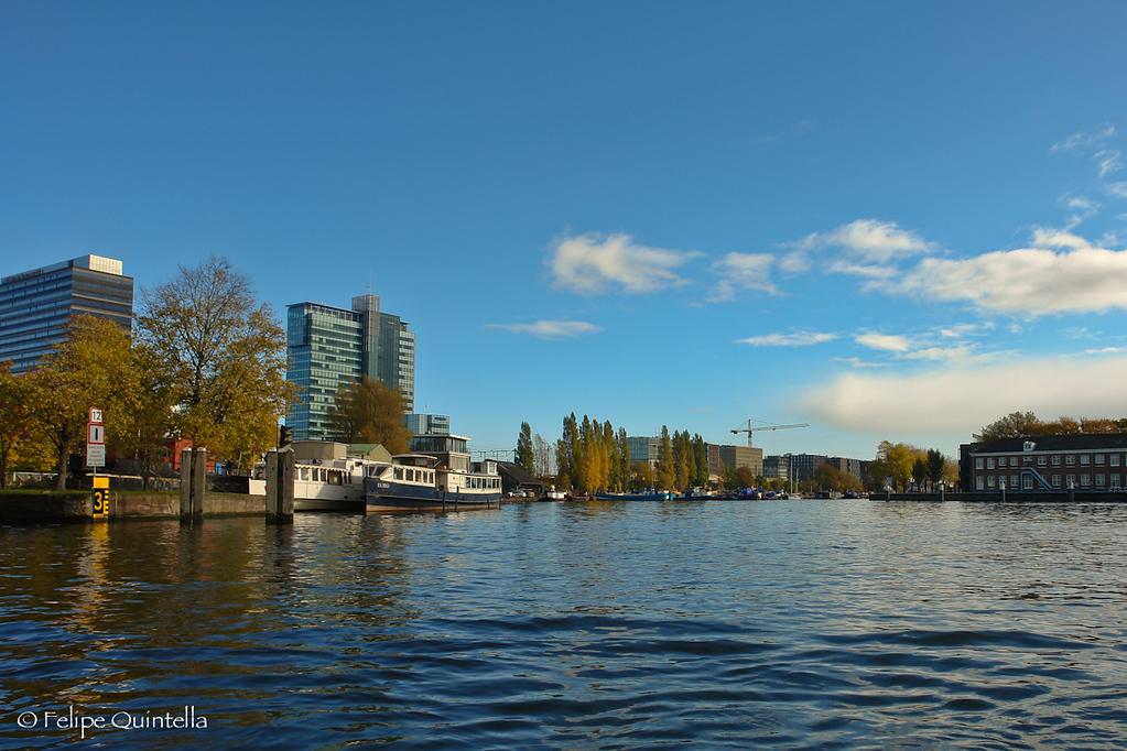 Awsome boat trip through Amsterdam's channels. Great and beautiful places to see!  Ótimo passeio de barco pelos canais de Amsterdam. Lindos lugares para se ver!