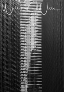 Studio Gang Architects (Jeanne Gang). Each apartment has a unique balcony design. The tallest skyscraper in Chicago designed by a female architect.