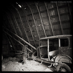 The model T-Ford and the barn.