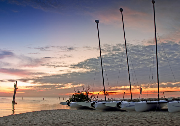 Sunrise in Playa del Carmen, MX, with sail boats boats, barcos, beach http://www.teewayne.com ; TeeWayne Photography Cary, NC Photographer, Cary, NC Gallery  - © TeeWayne Photography