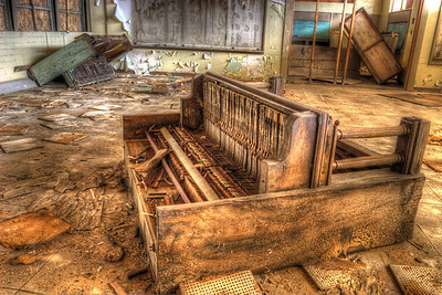 Dueling Pianos Desert Center, California These pianos were found inside an abandoned school.  I found other pictures of this school on Google before I went out there where the pianos were still standing and seemed to be in better condition.  At this rate, I don't imagine they'll last much longer.