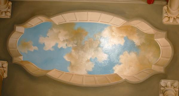 trompe l'oeil ceiling mural