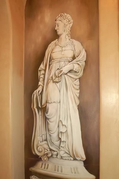 trompe l'oeil marble statue in niche'