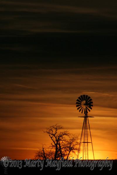 Windmill Sunset near Mosquero NM_007