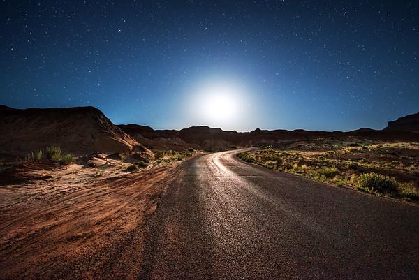Goblin Valley Moonset